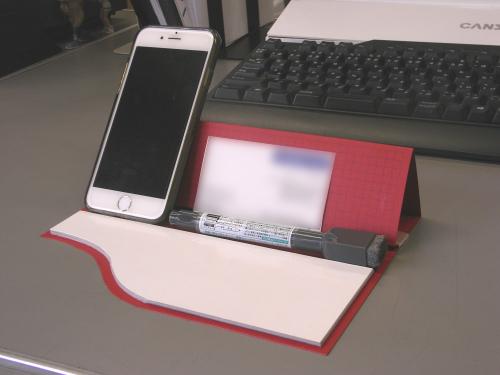 ホワイトボード付きデスクスタンドの写真